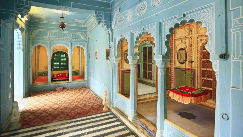city palace udaipur inside view