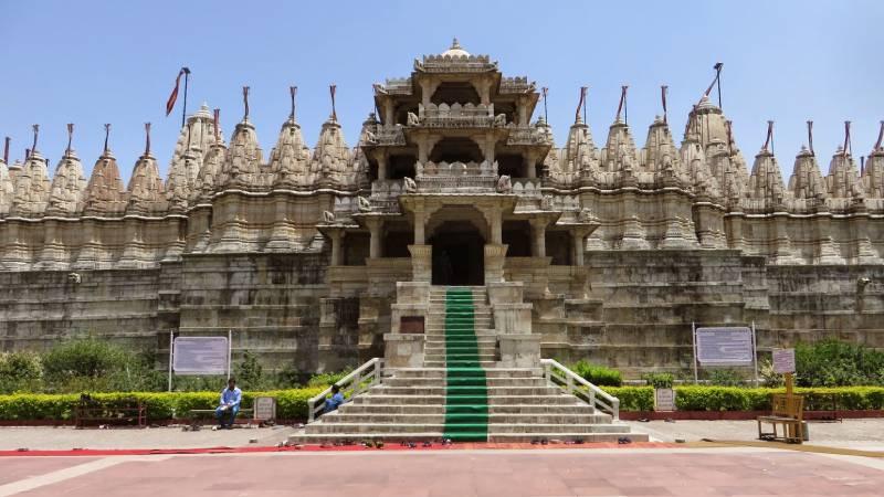 jain temple in udaipur