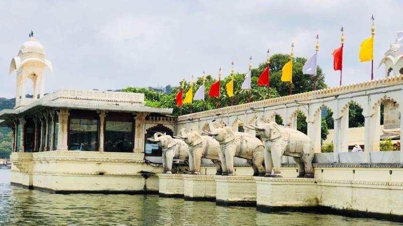 lake garden palace udaipur